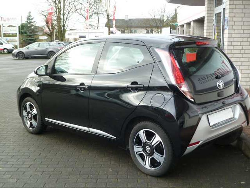 Toyota Aygo x-play Touch, Navi, Bluetooth, LED Tagfahrl.